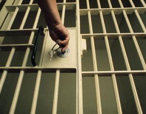 Articolul de lege care reduce pedepsele deținuților-scriitori a fost suspendat până la 1 septembrie