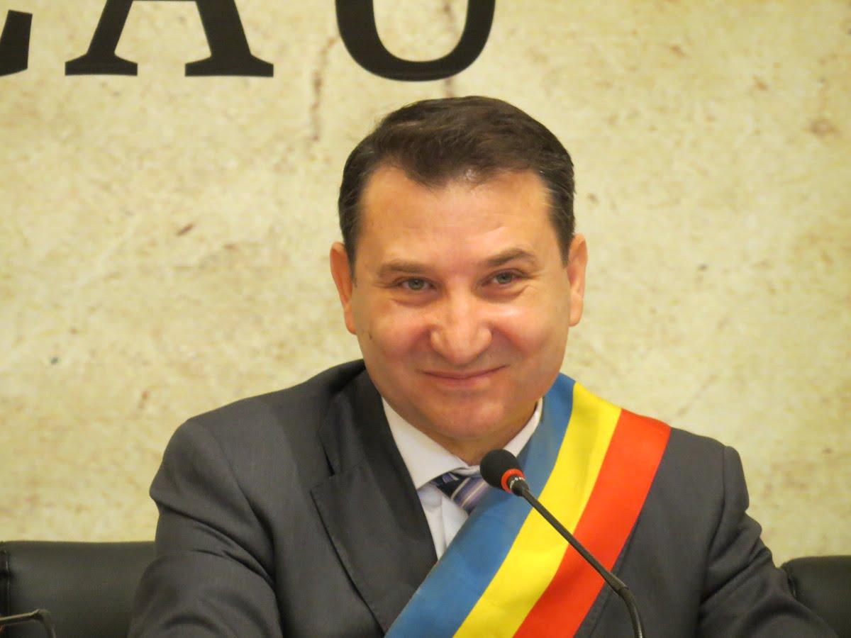 """Fostul primar al Bacaului, Romeo Stavarache, achitat definitiv in dosarul """"Apartamentul"""""""