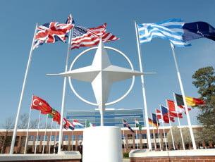 NATO va instala cinci baze militare în Europa de Est, printre care una în România