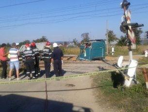 Accident feroviar în apropiere de Bacău. Un tren de pasageri a lovit un TIR încărcat cu cereale