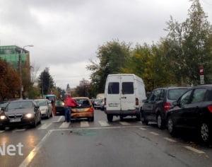 Accident pe strada Oituz. Doua masini au fost avariate.