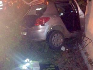 Accident grav in centrul Bacaului. A furat o masina si s-a izbit cu ea intr-un bloc