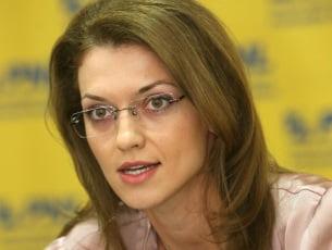 Alina Gorghiu, prima femeie care ajunge preşedinte al PNL