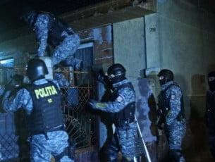 VIDEO: Focuri de arma pentru prinderea unor traficanti de droguri din Bacau