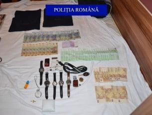 Percheziții la hoții de apartamente din Bacău. Două mașini și un motoscuter, indisponibilizate de polițiști