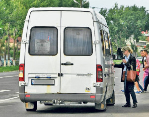 65.000 de profesori navetiști pot primi decontul transportului de la Ministerul Educației