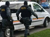 Perchezitii in Bacau la traficantii de droguri. 10 persoane au fost retinute