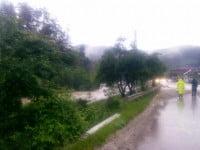 FOTO&VIDEO: Ploile provoaca haos in judetul Bacau. Cod rosu de inundatii pe mai multe rauri
