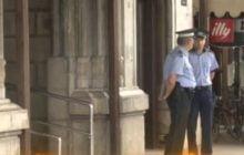 VIDEO: Tentativa de jaf spectaculoasa la o casa de schimb din centrul Bacaului. Au spart Teatrul Bacovia pentru a ajunge la amanet