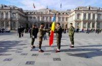 """FOTO: Ceremonial de predare a drapelului intre doua batalioane de """"Vanatori de Munte"""""""