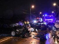 FOTO: Accident grav pe Calea Barladului din Bacau, dupa ce doua masini s-au izbit frontal