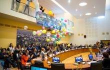 """Municipiul Bacău a preluat astăzi, în cadrul unei ședințe festive a Consiliului Local, titlul de """"Capitala Tineretului"""" din România"""