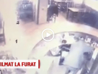 VIDEO: Filmat in timp ce a intrat intr-un bar din Bacau si a furat doua telefoane mobile