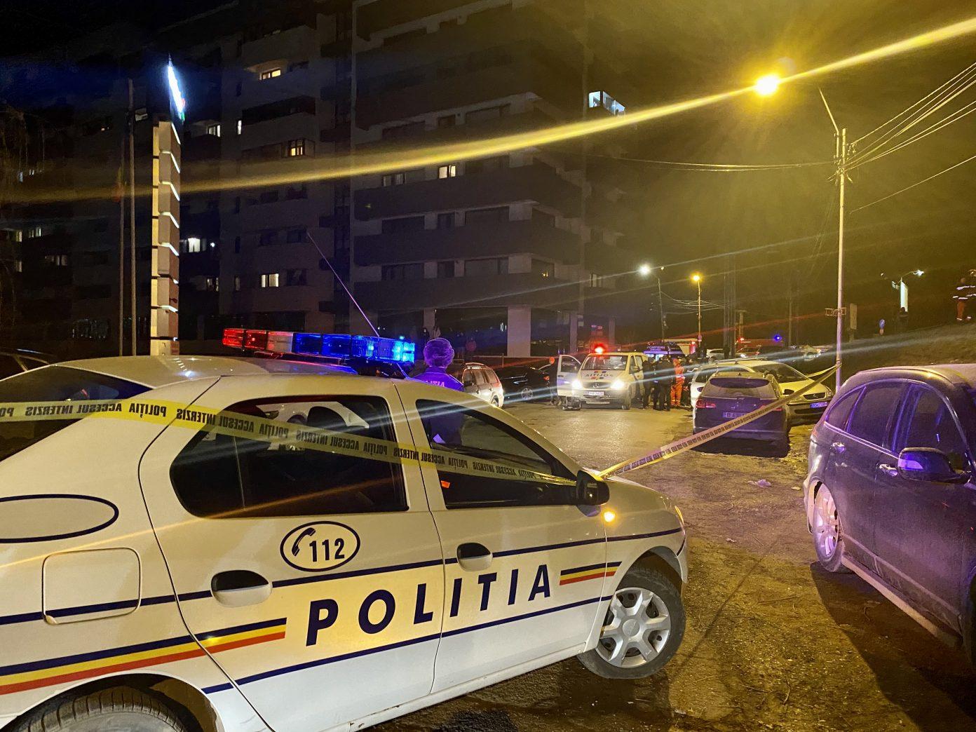 FOTO: Crima langa Podul Serbanesti. O femeie a fost gasita fara suflare intr-o masina. Politia cauta vinovatul